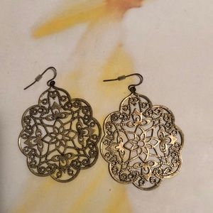 Ornate floral cutout earrings!